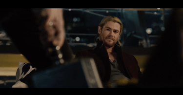Chris Hemsworth Mjolnir Avengers Age of Ultron