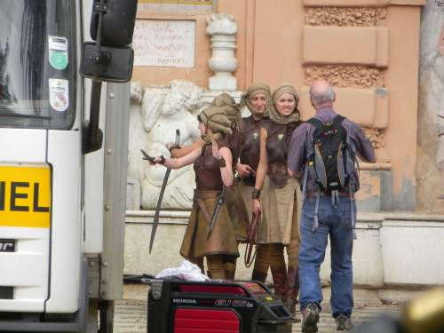 Jessica Henwick Keisha Castle-Hughes Rosabell Laurenti-Sellers Game of Thrones Season 5 set