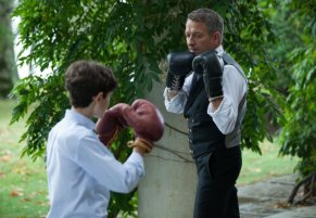 David Mazouz Sean Pertwee Gotham Harvey Dent 08 816x565