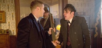 Ben Mckenzie Donal Logue-robin-lord Taylor Gotham Everyone Cobbliepot 01 350x164