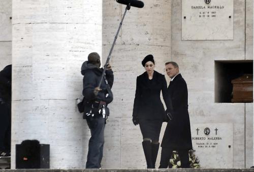 Daniel Craig Monica Bellucci Spectre Funeral Set