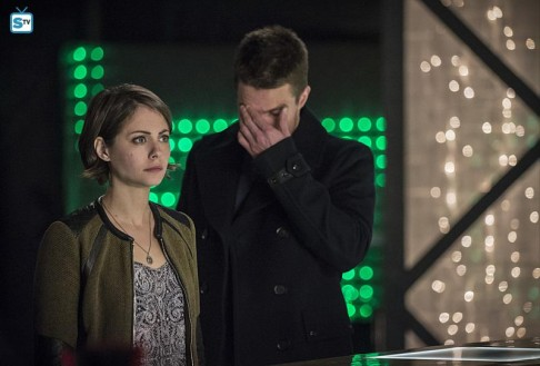 Willa Holland Stephen Amell Arrow Broken Arrow