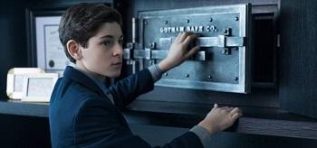 Ben Mckenzie Gotham Hammer Or Anvil 01 350x164