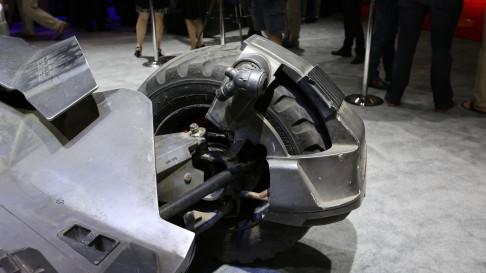 batman-v-superman-batmobile-wheels-01