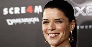 Neve Campbell Smiling