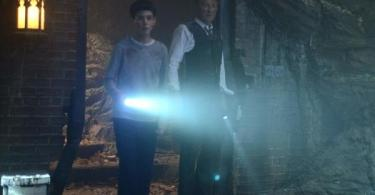 David Mazouz Sean Pertwee Gotham Not Batcave 600x350
