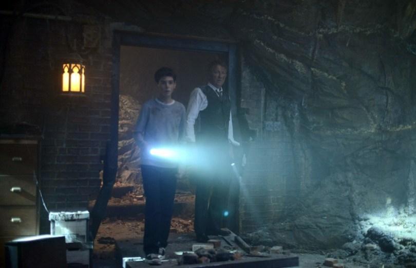 David Mazouz Sean Pertwee Gotham Not Batcave 812x522
