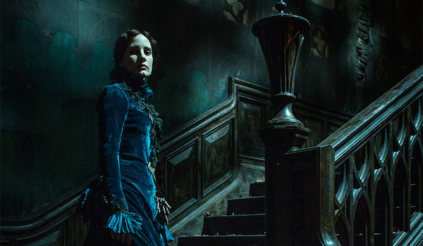 "Crimson Peak Featurette ""I Remember: Ghosts"""