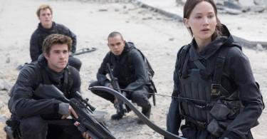 Liam Hemsworth Jennifer Lawrence The Hunger Games Mockingjay Part 2 01