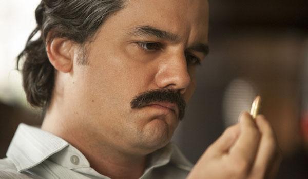 Wagner Moura Holding Bullet Narcos Season 2
