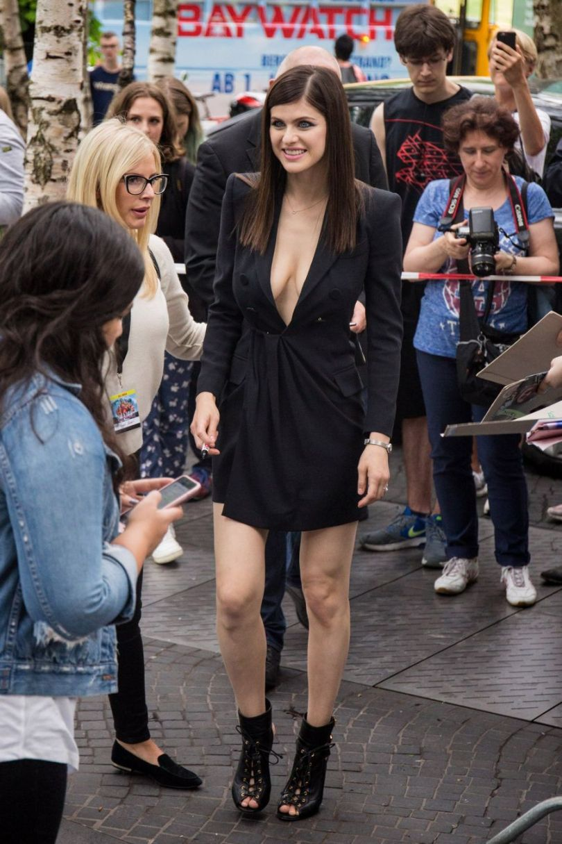 Alexandra Daddario Boobs Baywatch Berlin Film Premiere