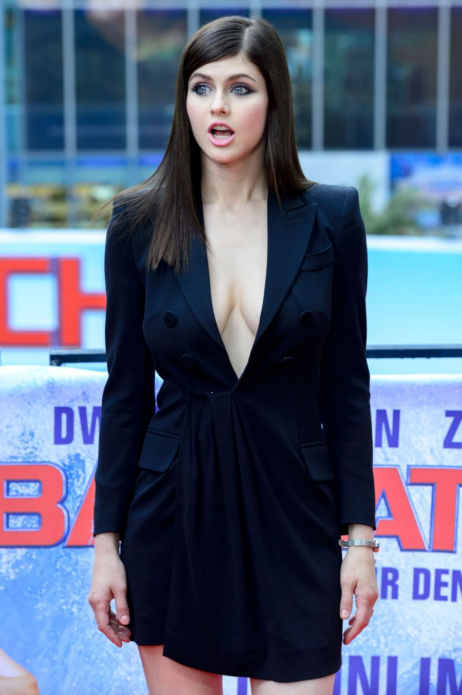 Cleavage Alexandra Daddario naked (19 foto and video), Topless, Cleavage, Twitter, butt 2015