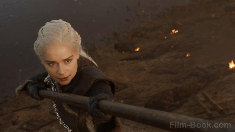 Emilia Clarke Scorpion Spear Game of Thrones The Spoils of War