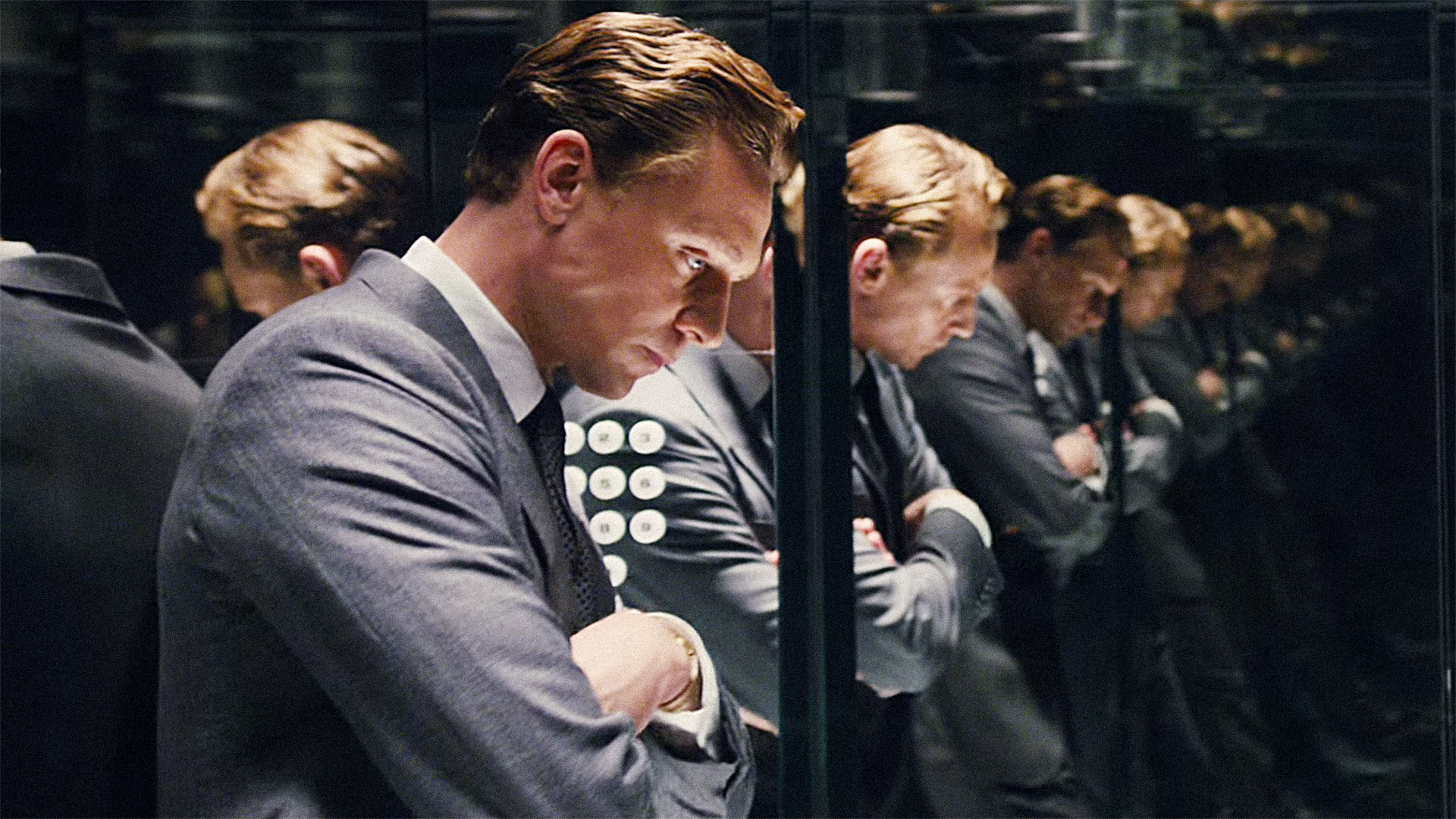3055249-poster-p-1-creepy-new-high-rise-trailer-proves-tom-hiddleston-is-ready-for-his-close-up (1)