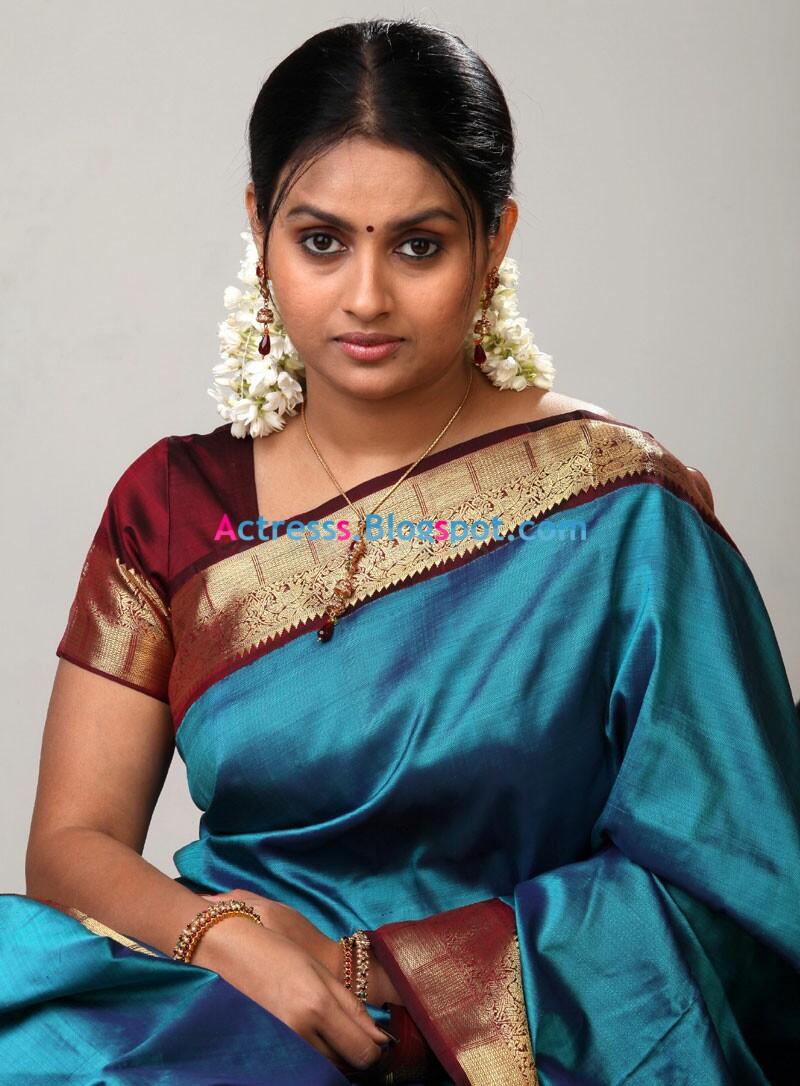 Hansika Motwani Cute Wallpapers Telugu Actress Kalyani Cute Saree Stills Actress Photos