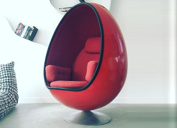 arne jacobsen egg chair bedroom hanging uk ovalia - film and furniture