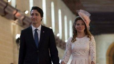 Kanada-Başbakanı-Justin-ve-Sophie-Trudeau-korona-olan-ünlüler