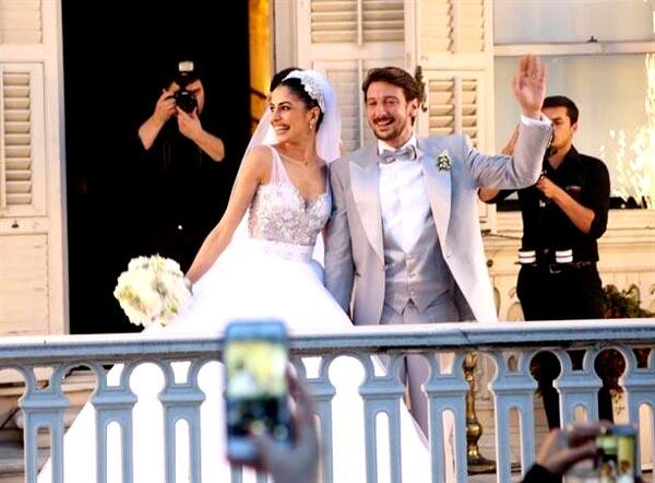 engin-hepileri-beyza-şekerci-dizi-setinde-tanışıp-evlenen-oyuncular