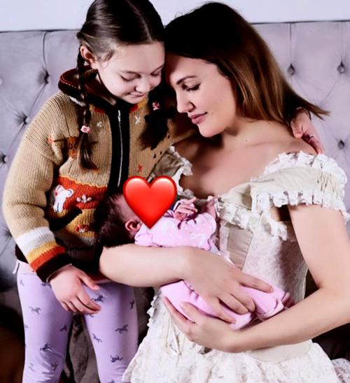 2021-de-anne-olan-ünlülerden-meryem-uzerli-doğum-yaptı