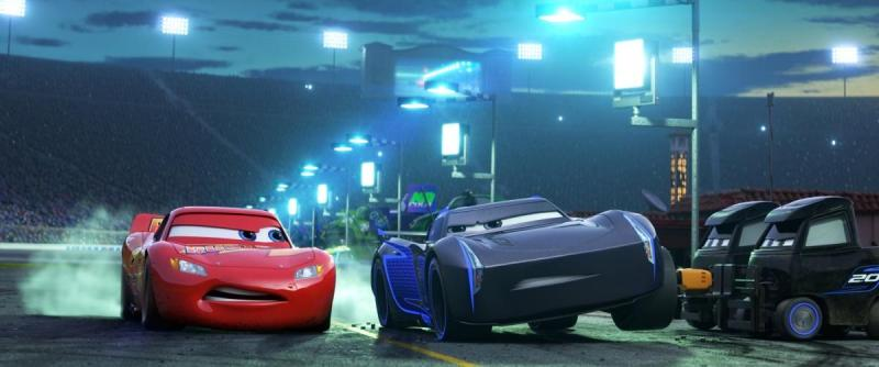 Lightning McQueen (Owen Wilson) and Jackson Storm (Armie Hammer) in Cars 3