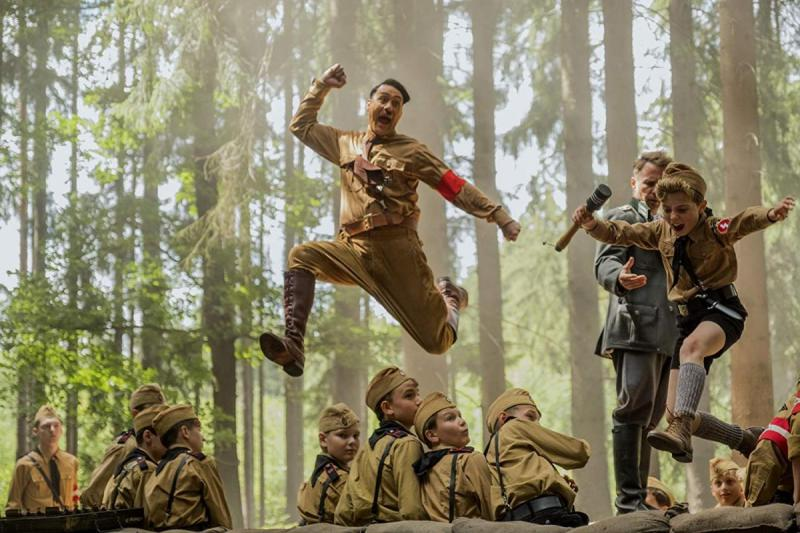 Imaginary Adolf Hitler (Taika Waititi) and Jojo (Roman Griffin Davis) in the woods