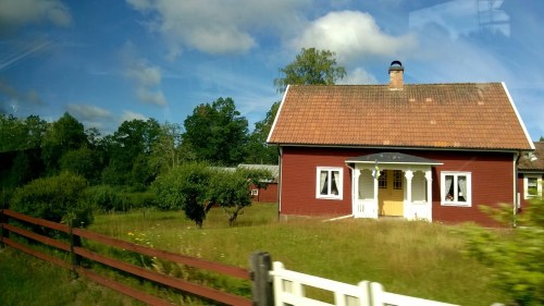Typical Swedish house seen en route. © Sonja Irani / filmfantravel.com