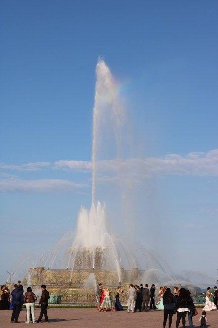 "Buckingham Fountain ""erupts"""