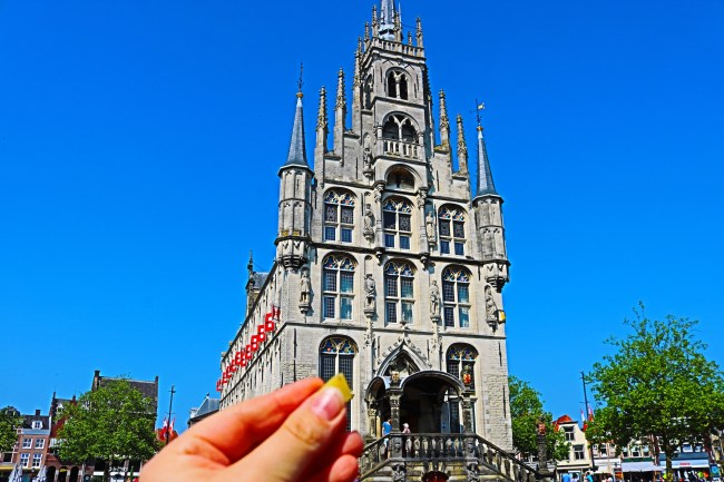 Having a cheese sample in the town of Gouda © Sonja Irani / FilmFanTravel.com