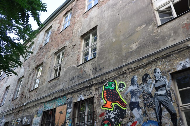 "Alternative Wall Paintings on ""New in Berlin"" Food Tour with bitemojo © Sonja Irani / FilmFanTravel.com"