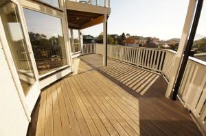 Terrassen beiset med Jotun Trebitt.
