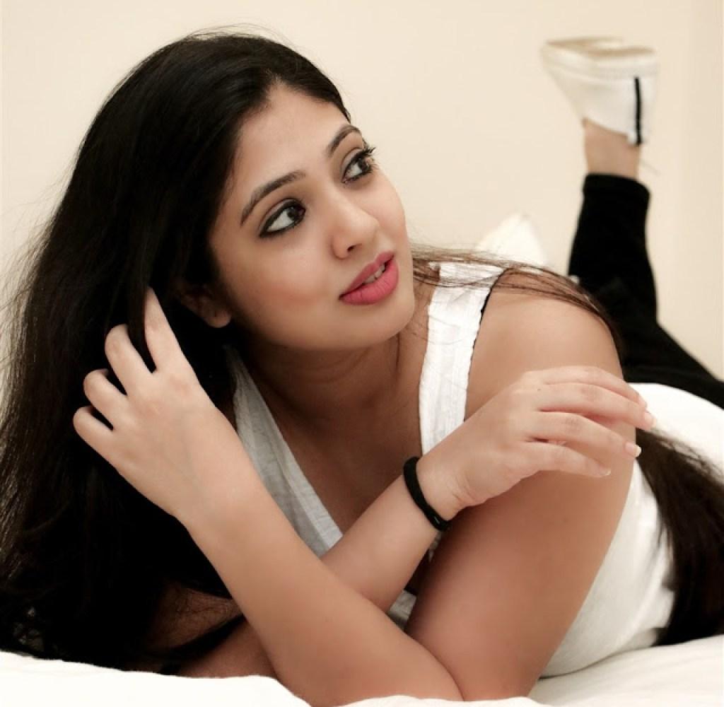76+ Gorgeous Photos of Veena Nandakumar 60