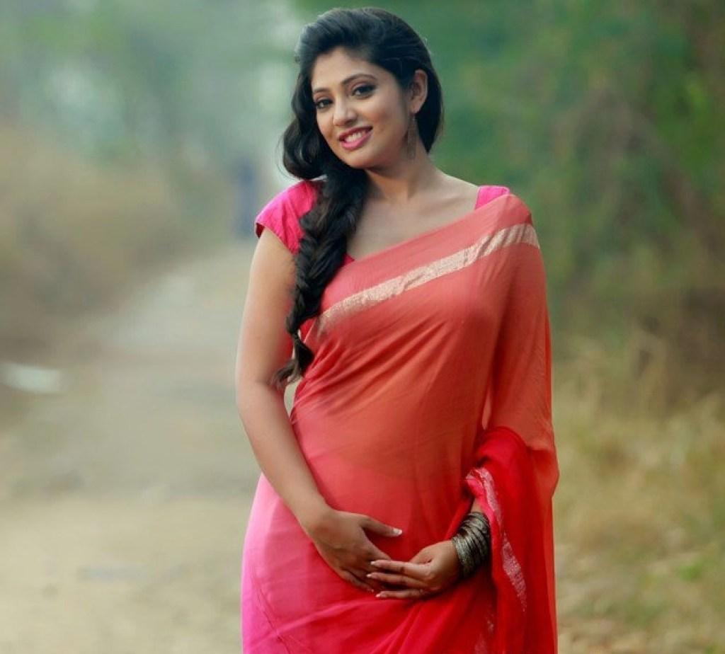 76+ Gorgeous Photos of Veena Nandakumar 52