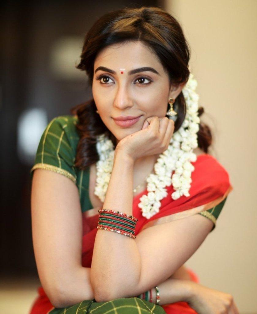 59+ Charming Photos of Parvati Nair 2