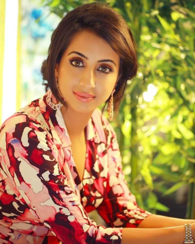 36+ Stunning Photos of Sanjana Galrani 1