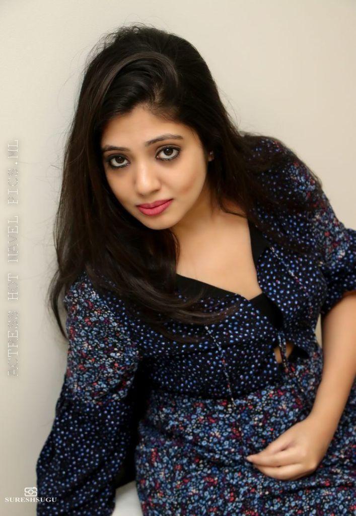 76+ Gorgeous Photos of Veena Nandakumar 44