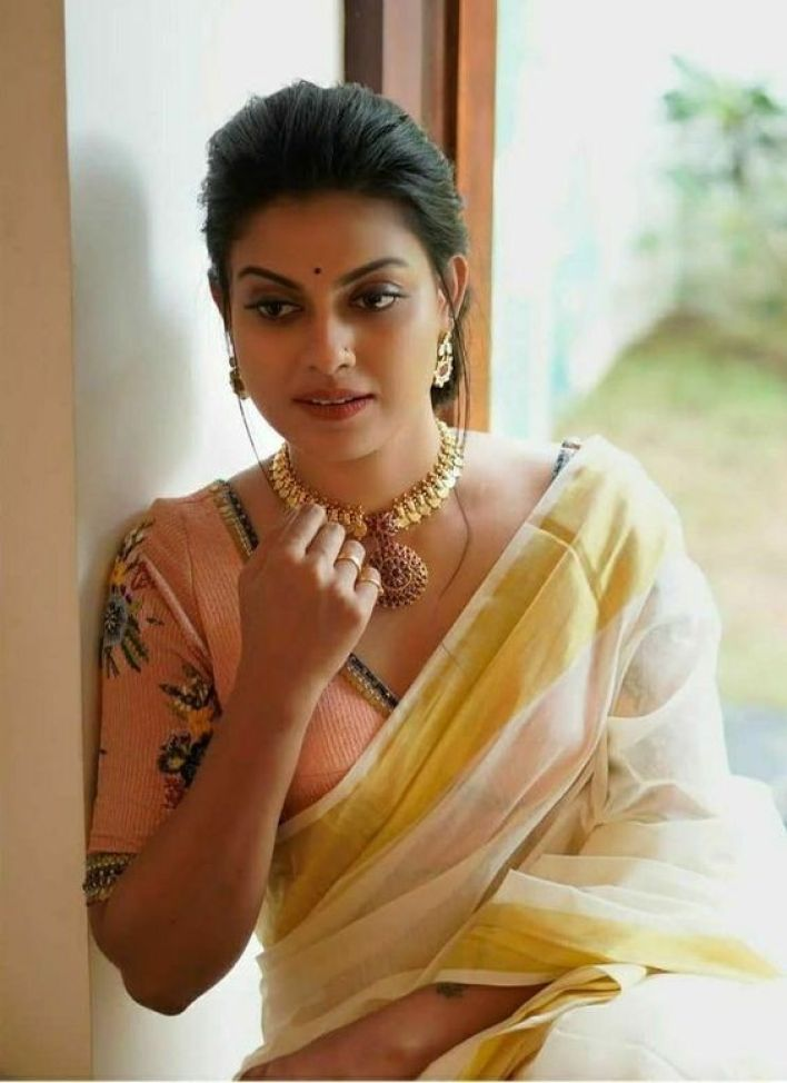 Check out this 89+ HD Photos of Anusree 69