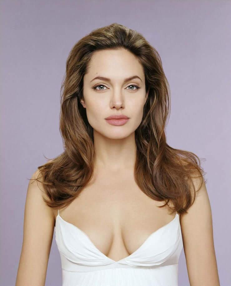 35+ Glamorous Photos of Angelina Jolie 2