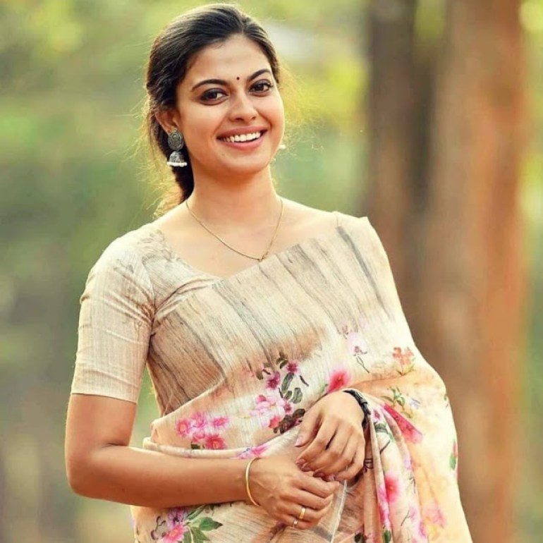 Check out this 89+ HD Photos of Anusree 90