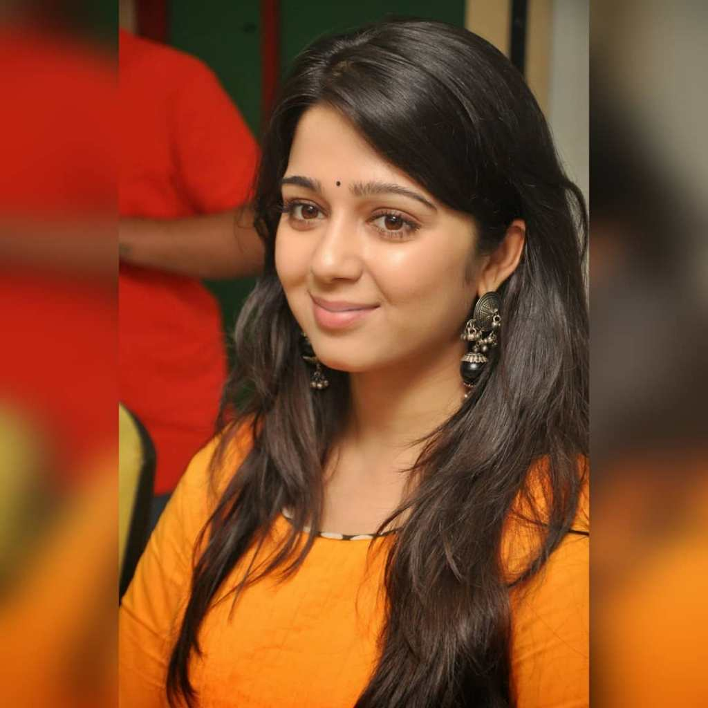 27+ Beautiful Photos of Charmy Kaur 2