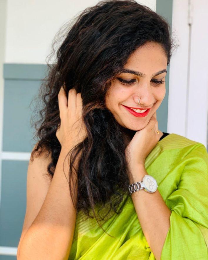 Deepa Thomas Gorgeous Photos, Biography, Wiki, Husband, Family, Instagram 26