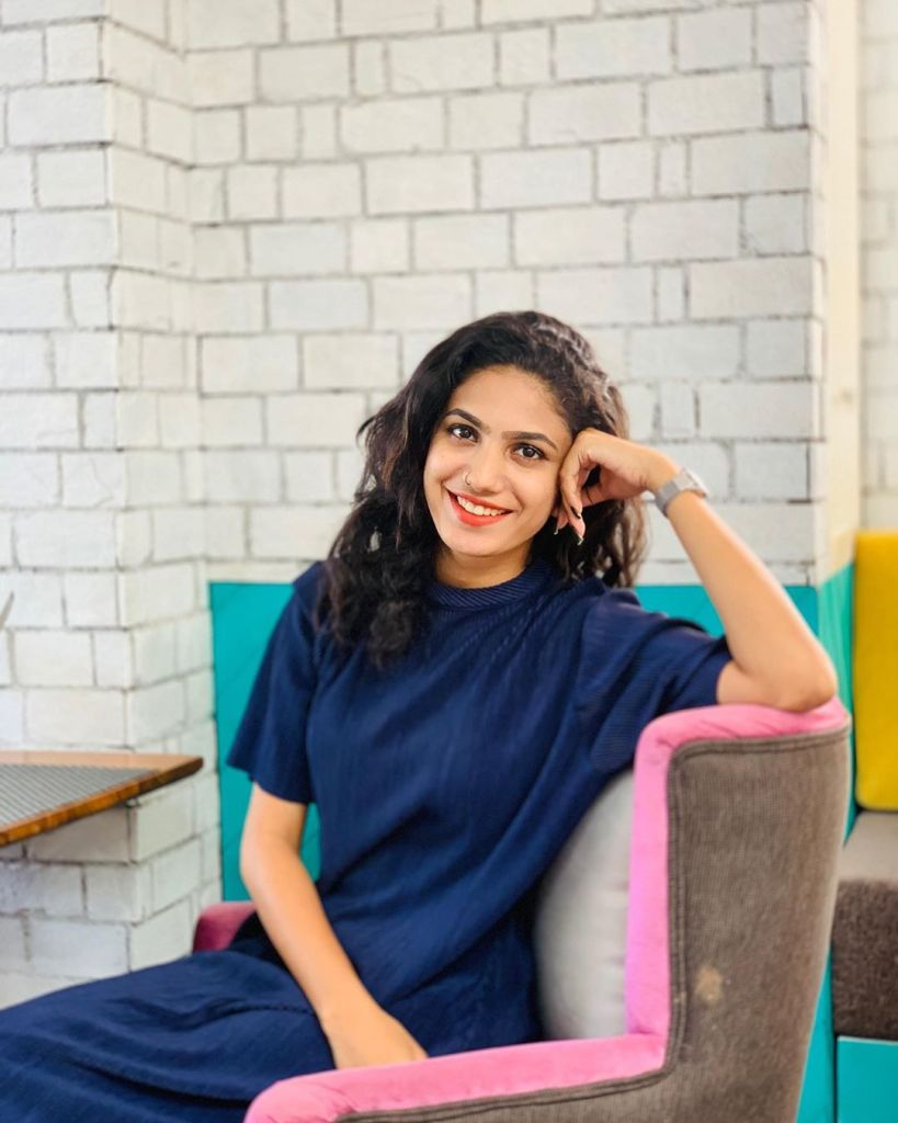 Deepa Thomas HD Photos, Biography, Wiki, Husband, Family, Instagram 9