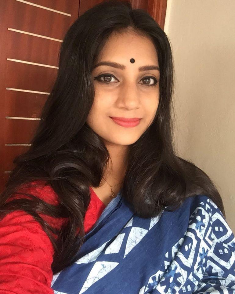 20+ Beautiful Photos of Gopika Anil 8