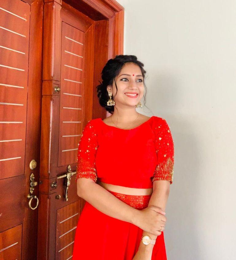 20+ Beautiful Photos of Gopika Anil 93