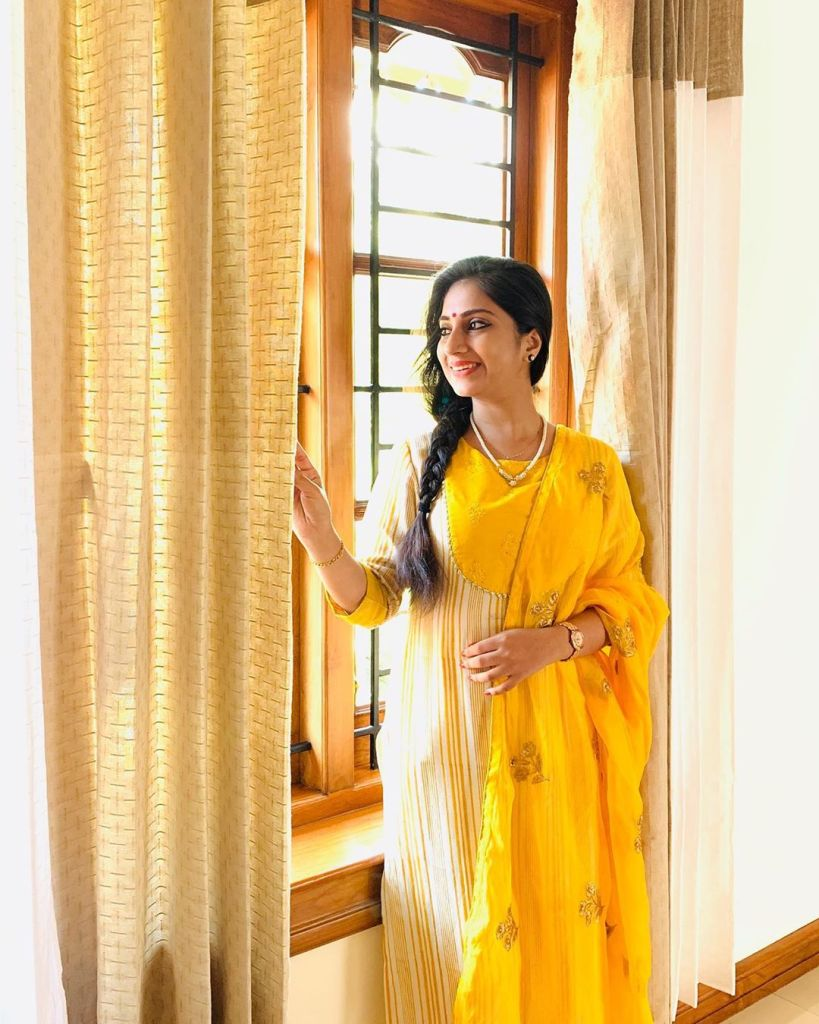 20+ Beautiful Photos of Gopika Anil 16