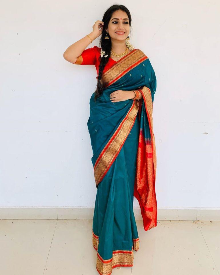 20+ Beautiful Photos of Gopika Anil 17