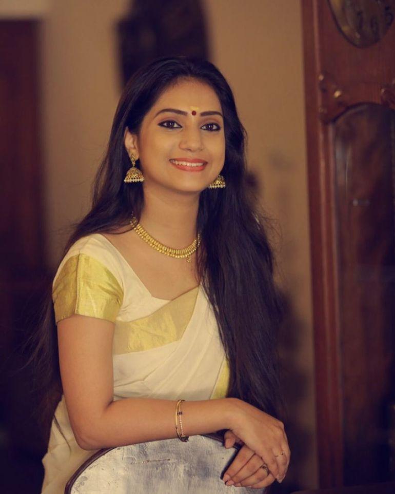20+ Beautiful Photos of Gopika Anil 97