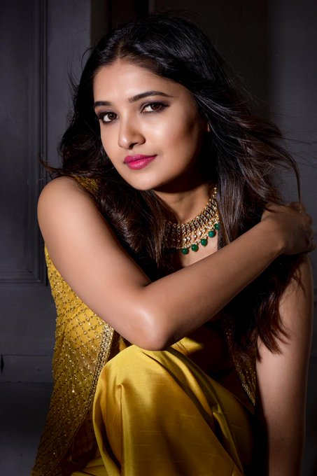 42 HD Beautiful Photos of Vani Bhojan 100