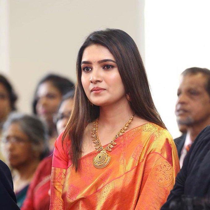 42 HD Beautiful Photos of Vani Bhojan 110