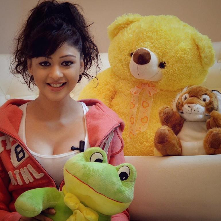 38+ Glamorous Photos of Sapna Vyas Patel 109
