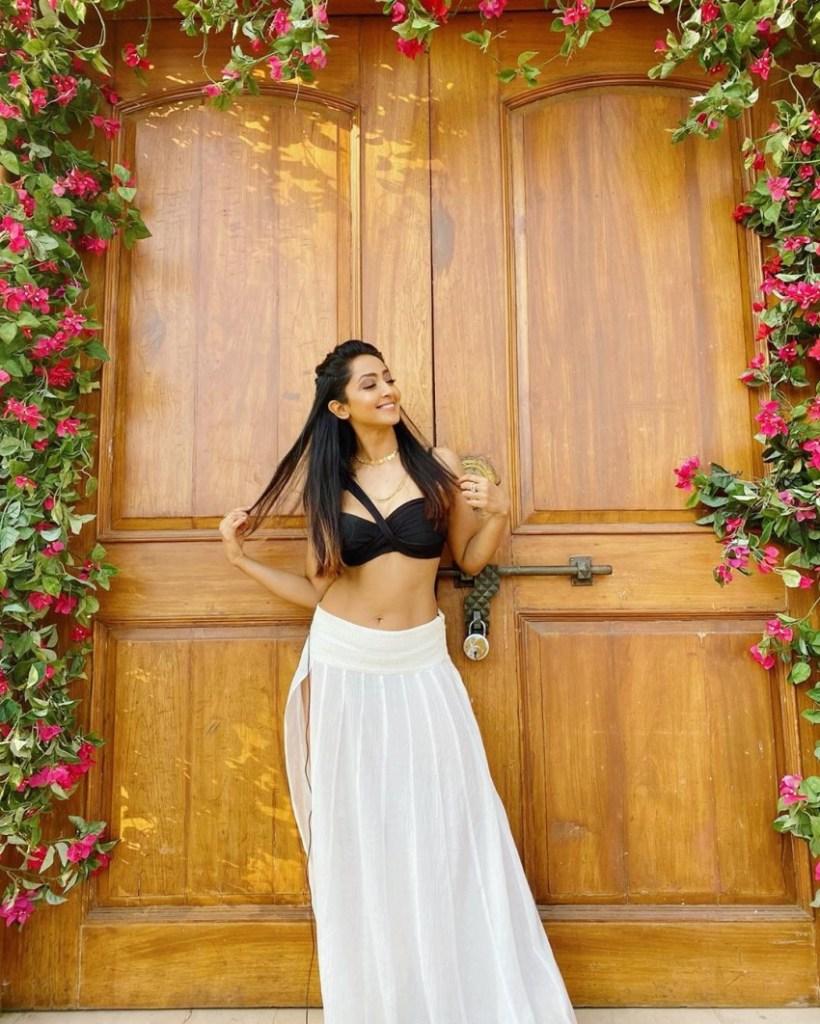 31+ Gorgeous Photos of Aindrita Ray 18